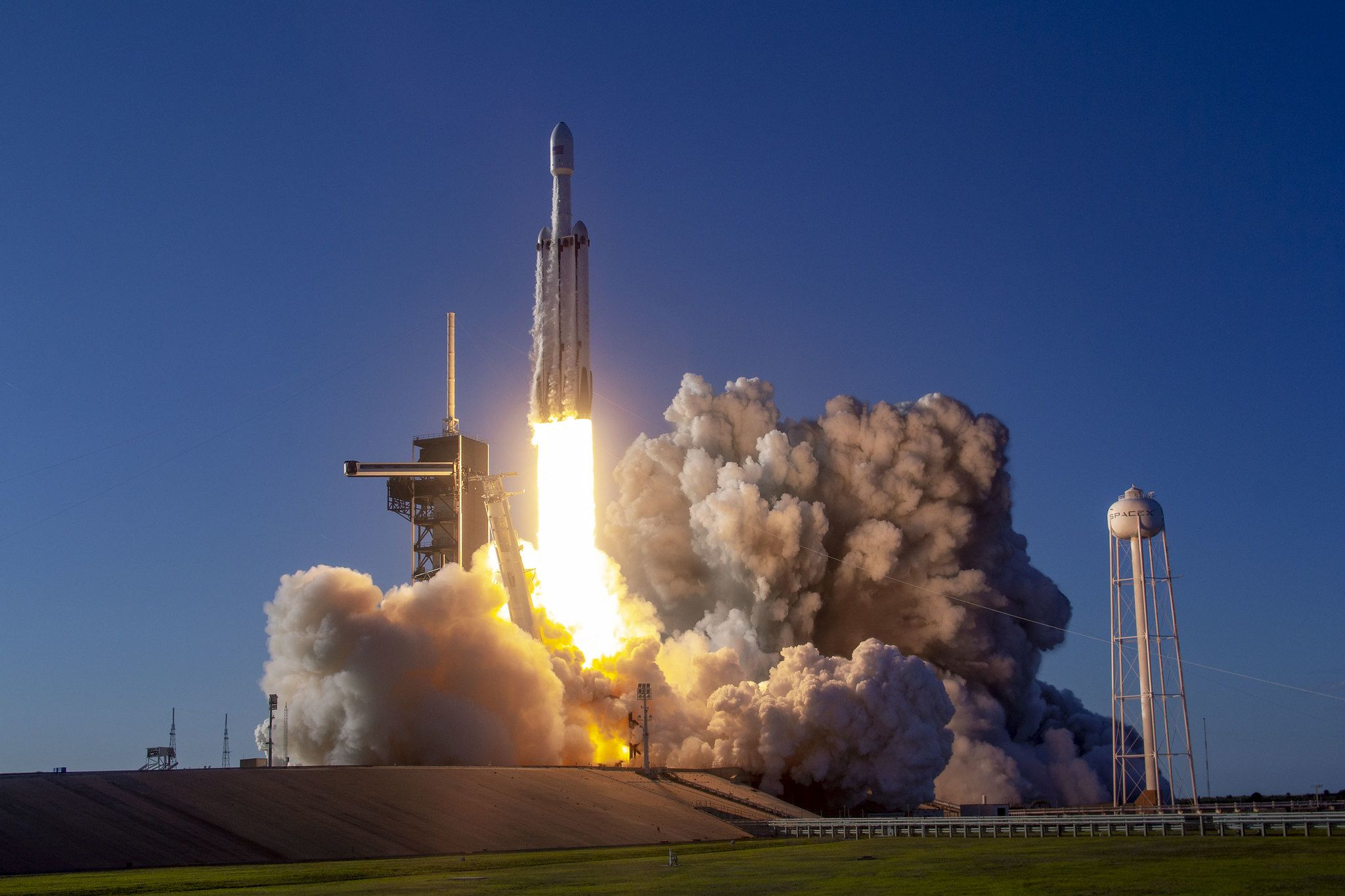 SpaceX launches its Falcon Heavy for the Arabsat-6A mission.
