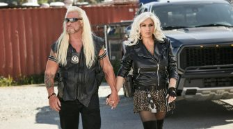 Beth Chapman's memorial: Family and friends toss flowers in the ocean