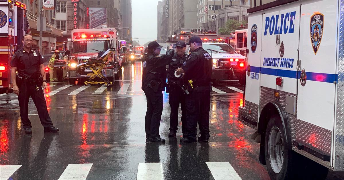 Helicopter crashes on top of building in Midtown Manhattan