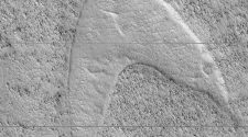 "Star Trek on Mars: NASA spots ""Star Trek"" Starfleet logo on Mars surface using Mars Reconnaissance Orbiter MRO"