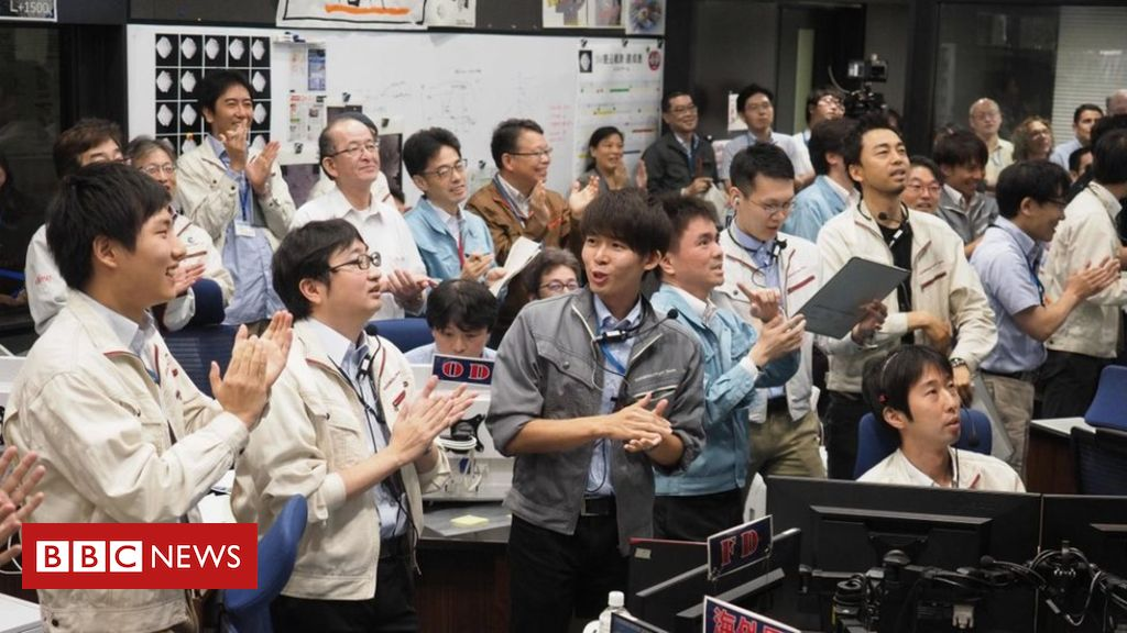 Hayabusa-2: Japanese spacecraft lands for final asteroid mission