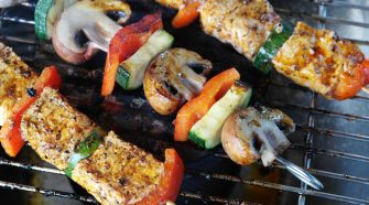 Don't let your health go up in smoke: 6 ways to navigate healthy eating at BBQs | Thrive