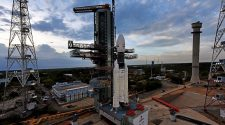 Launch of Indian moon lander postponed by 'technical snag' – Spaceflight Now
