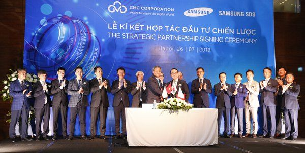 The strategic investment contract in technology in Vietnam signed between Samsung SDS and CMC Corporation