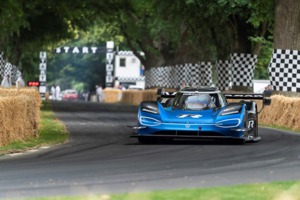 Volkswagen's ID R electric race car keeps breaking records, this time twice at Goodwood – TechCrunch