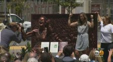 Rose Bowl Unveils Statue Commemorating Brandi Chastain And The 1999 Women's World Cup Team – CBS Los Angeles
