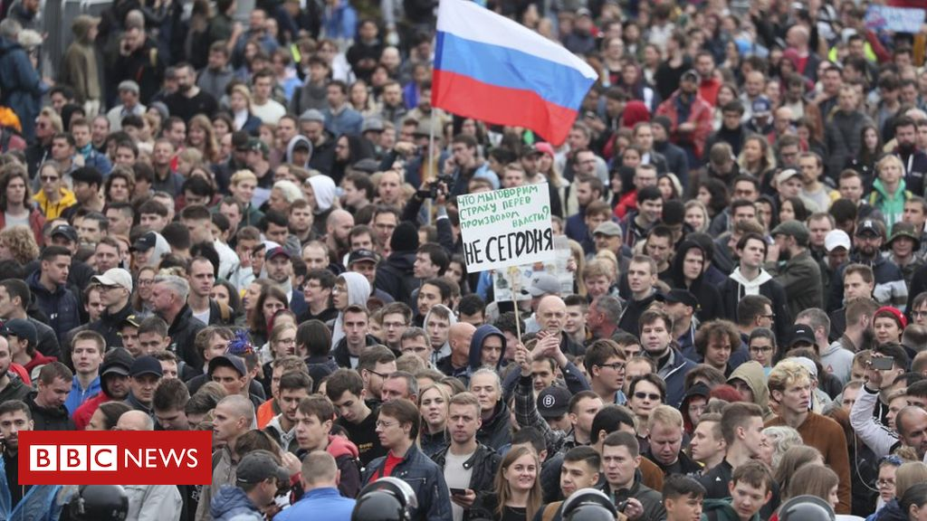 Moscow protests: Opposition rally 'largest since 2011'