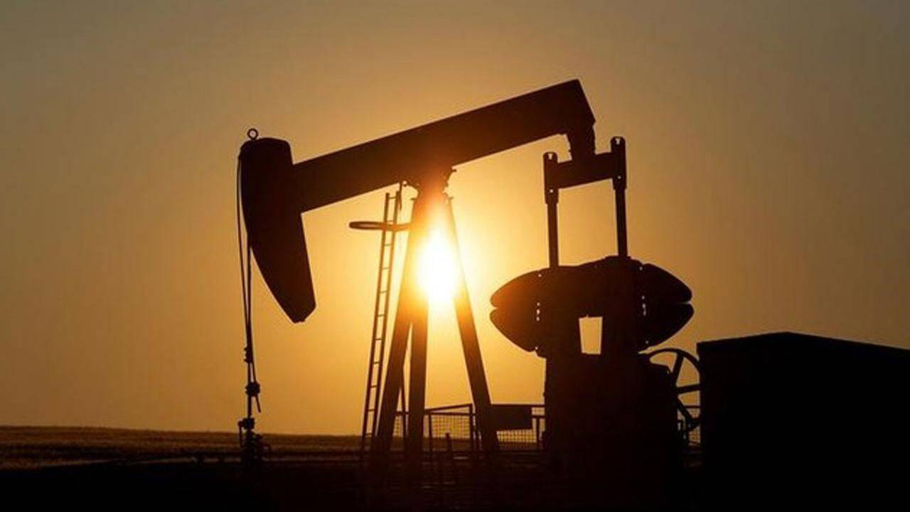 US flexes oil muscle to the world
