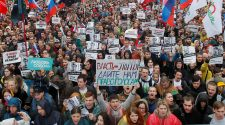 Huge Pro-Opposition Crowd Turns Out in Moscow March