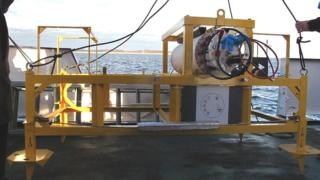 Power unit for ocean monitoring station