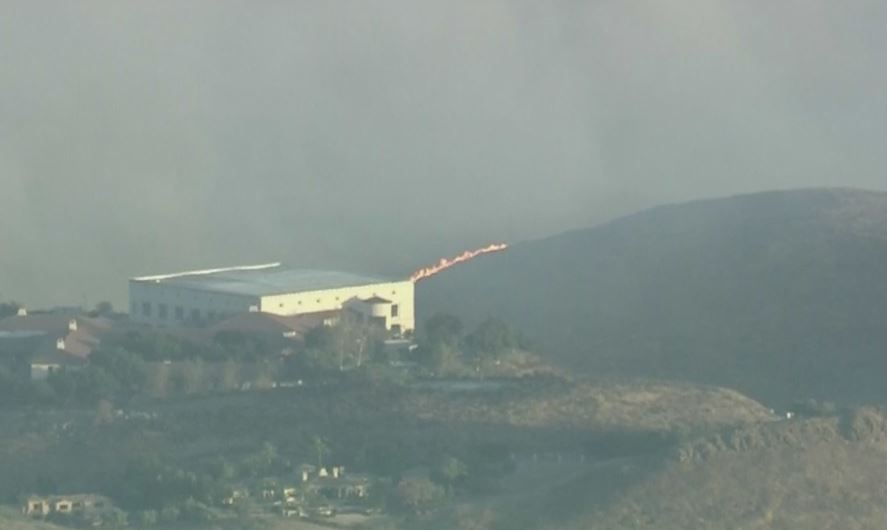 Massive Brush Fire Erupts Near Reagan Library In Simi Valley, Thousands Ordered To Evacuate – CBS Los Angeles