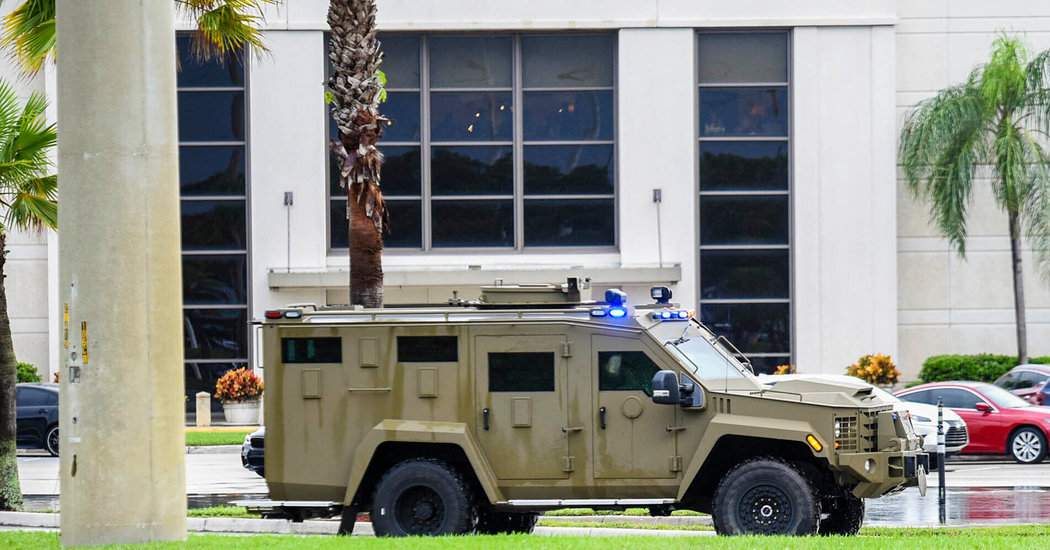 Man Hurt in Florida Mall Panic, but No Sign of Shooting, Police Say