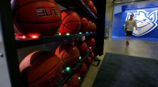 Hochman: New technology lets SLU hoopsters become 'shot doctors' | Benjamin Hochman