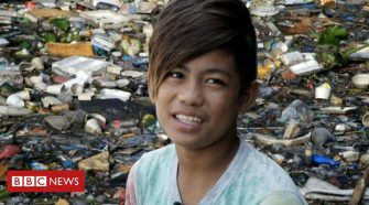 Philippines: The boy diving for plastic