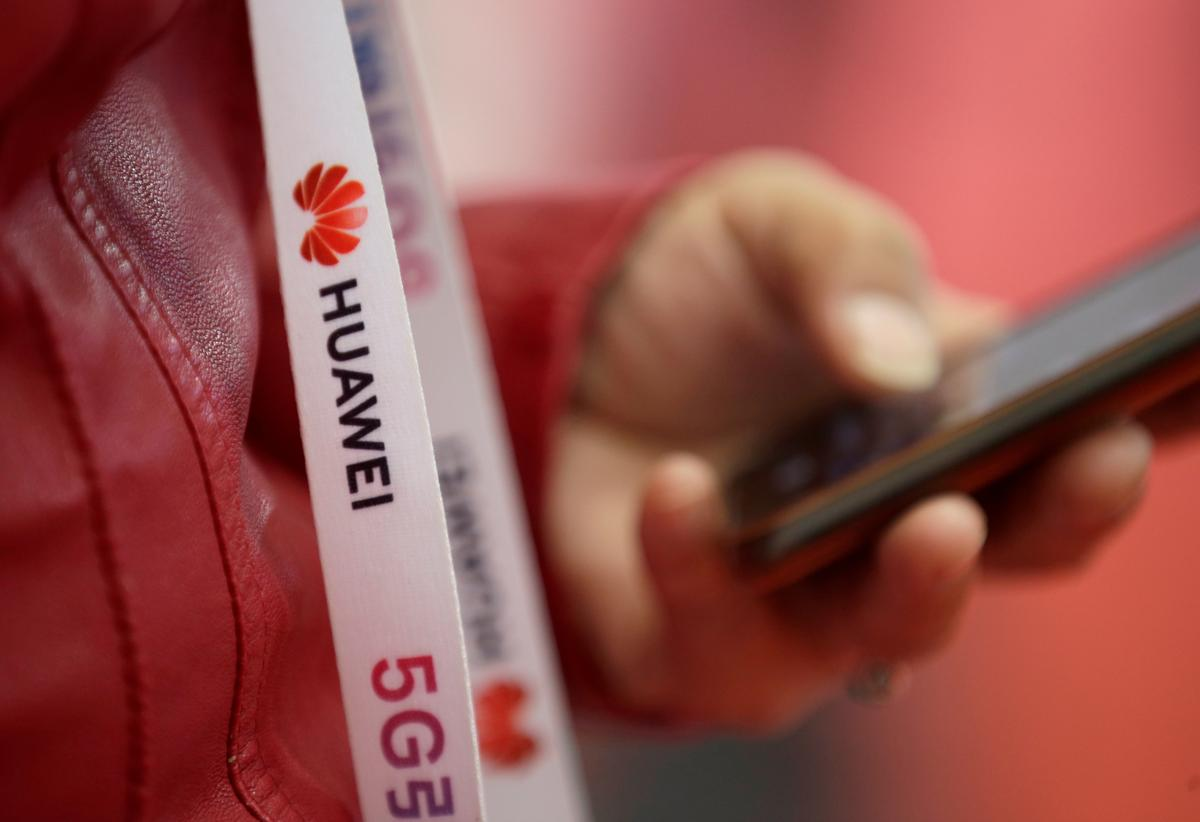 Huawei urging suppliers to break the law by moving offshore: Ross