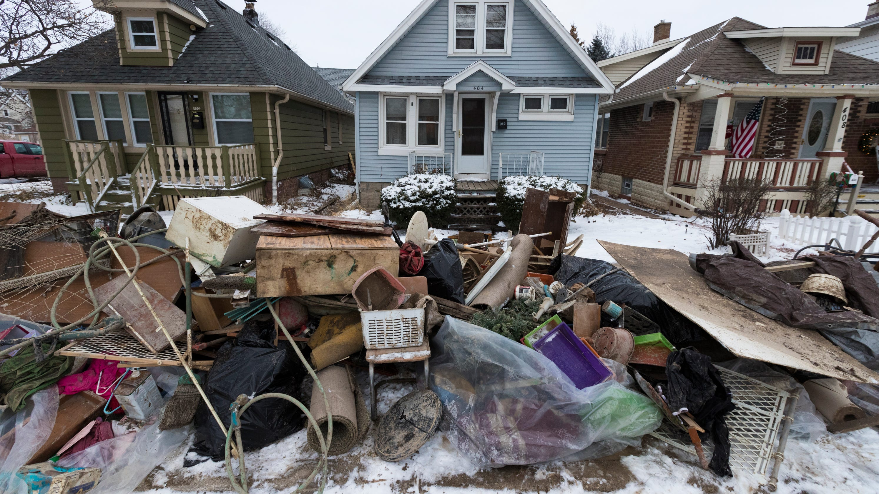 Milwaukee residents trying to clean up after water main break