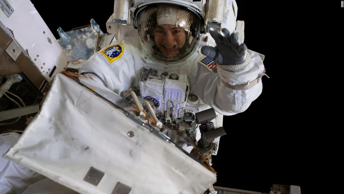 Second all-female space walk briefly hampered by helmet issue