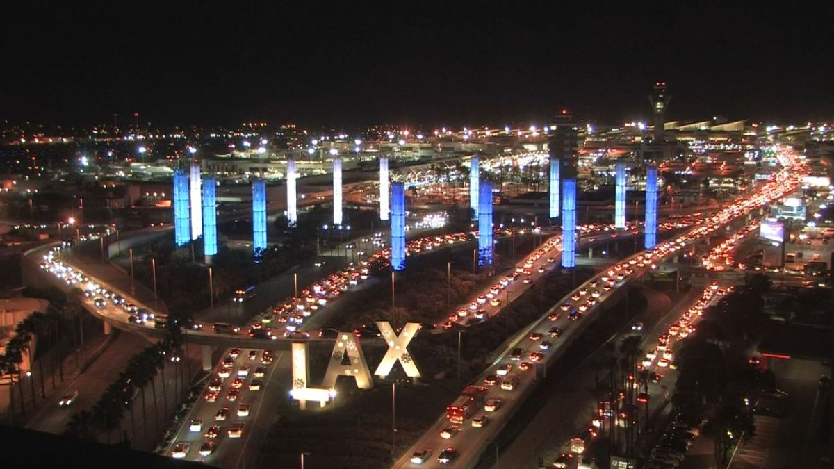 American Airlines Begins Using Translation Technology at LAX Lounges – NBC Los Angeles