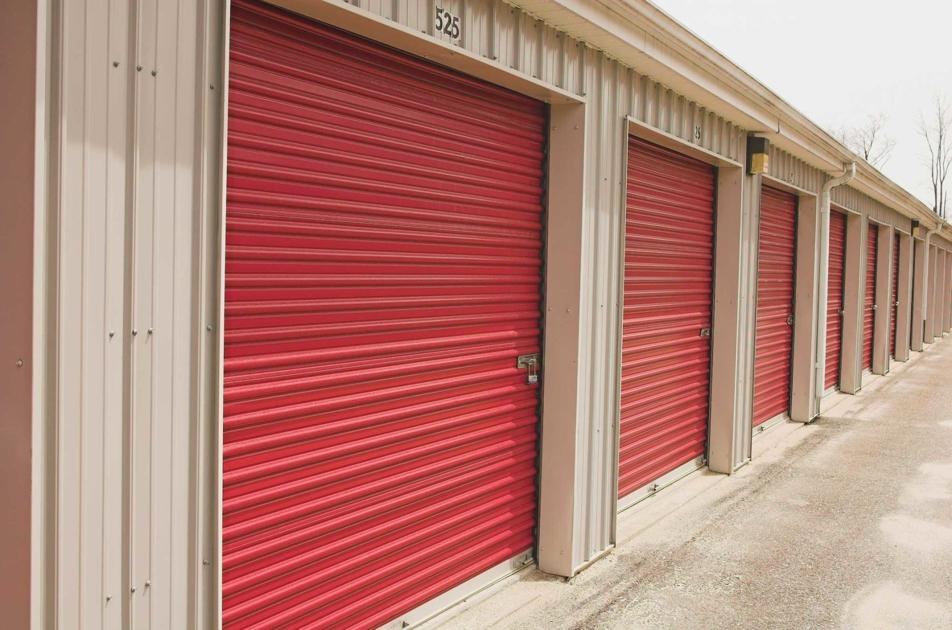 Woman accused of breaking into storage unit, stealing boxes
