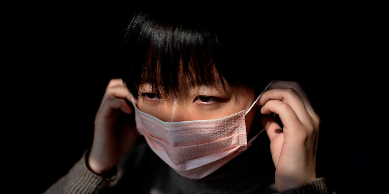 Chinese Markets Tumble on Coronavirus Uncertainty on First Day After Break