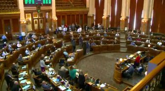Iowa lawmakers pass justice reform bill unanimously