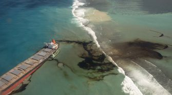 Mauritius oil disaster: Race to drain stricken ship before it splits in half