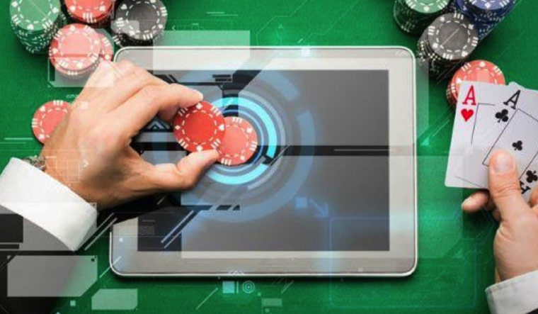 Technology in Traditional and Online Casinos