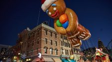 gingy-balloon-universals-holiday-parade-featuring-macys-6261155