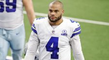 Cowboys 'not nervous to sign Dak' Prescott to big contract amid Eagles' issues with Carson Wentz