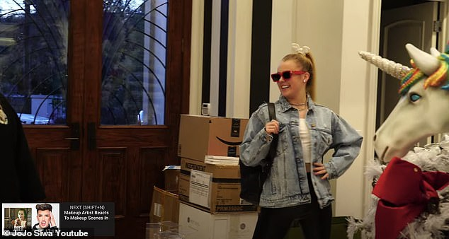 The new JoJo! Siwa proudly posed for everyone following her makeover