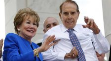 Former US Sen. Bob Dole announces he has stage 4 lung cancer