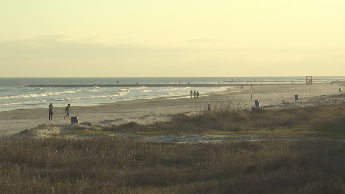 Galveston prepping for big weekend at the beach ahead of spring break