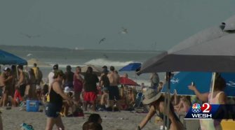 Visitors flock to Florida beaches for spring break