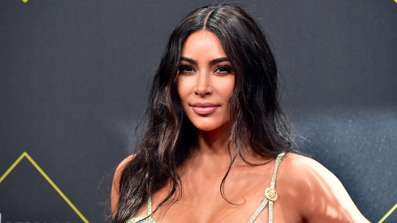 Kim Kardashian shows off figure, platinum blonde hair while working out in revealing swimsuit
