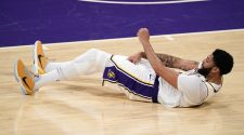 Lakers star Anthony Davis unlikely to play in Game 5 vs. Suns: report