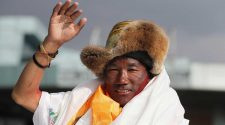 Man scales Mount Everest for a 25th time